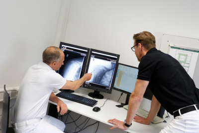 Orthopädie Velbert - Dr. Kindhäuser & Dr. Laserich - Besprechung Röntgenbild